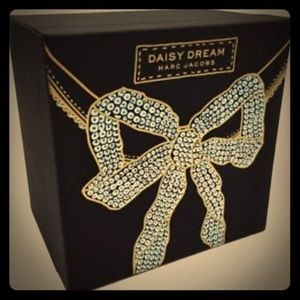 Marc Jacobs Daisy Dream Bow Box Gift Set